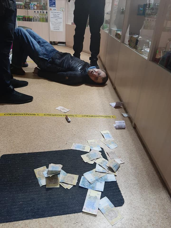 Комкон затримав грабіжника магазину з ножем