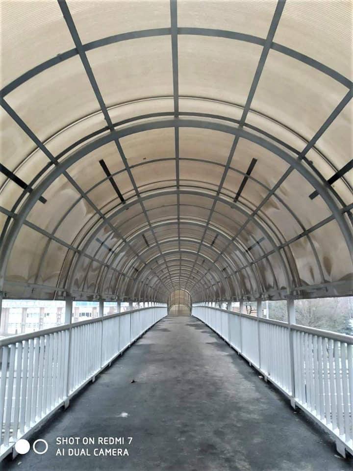Пішохідний міст біля птахофабрики на Броварському проспекті
